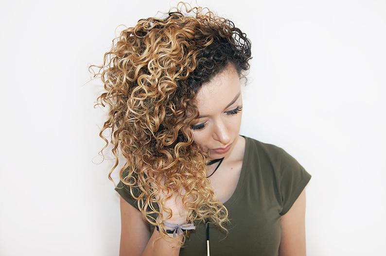 kręcone włosy