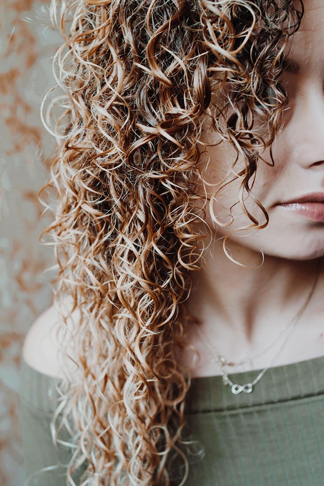 metoda omo mycię kręconych włosów